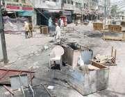 لاہور، منہاج القرآن سیکرٹریٹ کے باہر سے بیریئرز ہٹانے پر پولیس اور ..