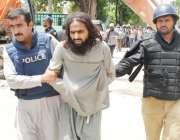 لاہور، منہاج القرآن کے باہر لگائے گئے بیریئرز ہٹانے پر احتجاج کرنے ..