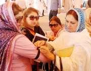 لاہور، سانحہ ماڈل ٹائون کیخلاف خواتین ارکان پنجاب اسمبلی اجلاس سے ..