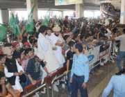 لاہور، عوامی تحریک کے قائد طاہر القادری کی آمد کے موقع پر کارکنوں کی ..