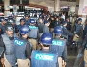 لاہور، عوامی تحریک کے قائد طاہر القادری کی آمد کے موقع پر پولیس کی بھاری ..