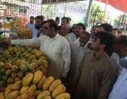 فیصل آباد، وزیر مملکت برائے پانی و بجلی عابد شیر علی رمضان بازار کے ..