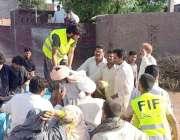 حافظ آباد، جماعت الدعوة کے رضا کار سیلاب سے متاثرہ افراد کو محفوظ مقام ..