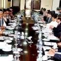 اسلام آباد، وزیر خزانہ سینیٹر اسحاق ڈار مختلف بینکوںکے الحاق سے متعلق ..