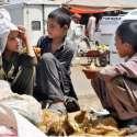 راولپنڈی: چائلڈ لیبر کے خلاف عالمی دن اور اپنے حقوق سے بے خبر بچے فروٹ ..