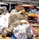 راولپنڈی: چائلڈ لیبر کے خلاف عالمی دن اور اپنے حقوق سے بے خبر بچہ فروٹ ..
