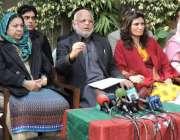 لاہور، تحریک انصاف پنجاب کے صدر اعجاز چوہدری دیگر کے ہمراہ پریس کانفرنس ..
