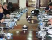 اسلامآباد، وزیر خزانہ سینیٹر اسحاق ڈار توانائی بحران پر منعقدہ اعلی ..