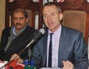 لاہور، پاکستان میں تعینات ڈنمارک کے سفیر جسپر مولر لاہور پریس کلب میں ..