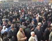 لاہور، بار ایسوسی ایشن کے انتخابات کے موقع پر وکلا کی بڑی تعداد جمع ..