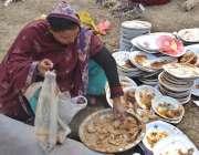 لاہور، ایک غریب خاتون لاہور بار ایسوسی ایشن کے انتخابات کے موقع پر ..