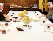کابل، پاکستانی پشتون رہنماؤں کا وفد افغان صدر اشرف غنی، چیف ایگزیکٹو ..
