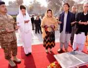 پشاور، تحریک انصاف کے چئیرمین عمران خان اور ان کی اہلیہ ریحام عمران ..