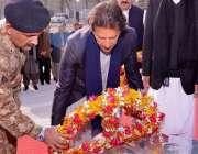 پشاور، تحریک انصاف کے چئیرمین عمران خان آرمی پبلک سکول میں شہدا کی ..