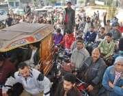 لاہور، شہر میں مسلسل ساتویں روز پیٹرول کی شدید قلت کے باعث ایک پیٹرول ..