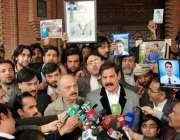 پشاور، وزیر اطلاعات خیبرپختونخوا مشتاق غنی وزیراعلی ہاؤس میں میڈیا ..