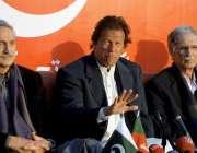 اسلامآباد، تحریک انصاف کے چئیرمین عمران خان اپنی رہائشگاہ پر پریس ..