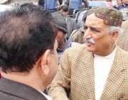 سکھر، نادرا ایمپلائز کی جانب سے سعید سرہندی روڈ پر جاری مظاہرے میں ..