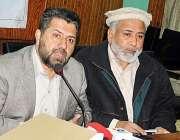 پشاور، سینئر صوبائی وزیر عنایت اللہ پریس کانفرنس سے خطاب کر رہے ہیں۔