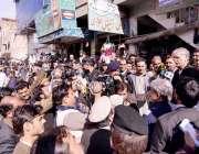 نوشہرہ، وزیراعلی خیبرپختونخوا پرویز خٹک نوشہرہ بازار کے اچانک دورہ ..