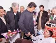 پشاور، تحریک انصاف کے چئیرمین عمران خان آرمی پبلک سکول حملہ میں شدید ..