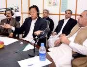 پشاور، تحریک انصاف کے چئیرمین عمران خان خیبرپختونخوا ریڈیو پر شہریوں ..