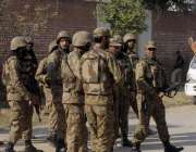 پشاور، امامیہ مسجد پر دہشتگردوں کے حملے کے بعد پاک فوج کے جوان جائے ..