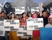 کراچی، سول سوسائٹی کے ارکان دہشتگردی کیخلاف تین تلوار پر احتجاج کر ..