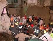 واہ کینٹ، بارش کے باعث گھر منہدم ہونے کے بعد امدادی کارروائیاں جاری ..