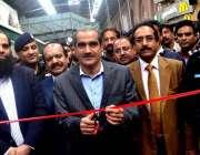 لاہور، وفاقی وزیر ریلوے خواجہ سعد رفیق لاہور ریلوے سٹیشن پر نئی پاور ..