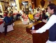 لاہور، تحریک انصاف کے چئیرمین عمران خان پارٹی کے بزنس کلب کی افتتاحی ..