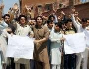 پشاور: حفیظ انسٹیٹیوٹ کے طلباء اپنے مطالبات کے حق میں احتجاجی مظاہرہ ..