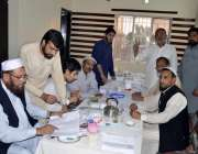 راولپنڈی: جماعت اسلام کے امیدوار کنٹونمنٹ بورڈ کے انتخابات کے لیے ووٹر ..