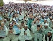 پشاور: واپڈا ملازمین مطالبات کے حق میں واپڈا ہاؤس کے سامنے احتجاجی ..