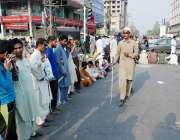 لاہور: نابینہ افراد اپنے مطالبات کی منظوری کے لیے پریس کلب کے سامنے ..
