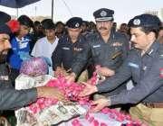 کراچی، 16اپریل : آئی جی سندھ غلام حیدر جمالی ، ایڈیشنل آئی غلام قادر ..