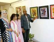 کراچی، 16اپریل : ڈیفنس میں واقع ڈریم آرٹ گیلری لگائی گئی وصی حیدر کے ..