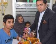 لاہور: پاکستان بیت المال کے مینجنگ ڈائریکٹر بیرسٹر عابد وحید شیخ ہیموفیلیا ..
