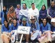 پشاور: انٹر ریجنل ہینڈبال کے افتتاحی تقریب کے موقع پر رکن صوبائی اسمبلی ..
