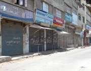 کراچی: حلقہ NA246کے ضمنی الیکشن کے موقع پر علاقے میں دکانیں بند پڑی ہیں۔