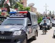 کراچی: حلقہ NA246کے ضمنی الیکشن کے موقع علاقے میں پولیس کی موبائلیں گشت ..
