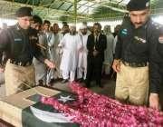 لاہور: آئی جی پنجاب مشتاق احمد سکھیرا پولیس لائنز قلعہ گجر سنگھ میں ..