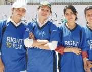 پشاور: انٹرریجنل باسکٹ بال چمپئن شپ میں شریک پشاور کی کھلاڑیوں کا گروپ ..