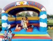 کوہاٹ: جشن بہاراں فیسٹیول کے دوران بچے فن لینڈ میں کھیل رہے ہیں۔