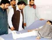 پشاور: خیبرپختونخوا کے وزیرخزانہ مظفرسید ایڈووکیٹ ایل آر ایچ میں بارش ..