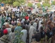 لاہور: عوامی رکشہ یونین کے زیر اہتمام تھانہ اقبال ٹاؤن کے سامنے احتجاجی ..