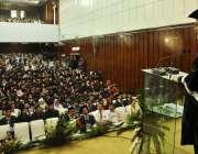 راولپنڈی: میڈیکل کالج میں تقریب کے دوران وفاقی وزیر احسن اقبال طالبعلموں ..