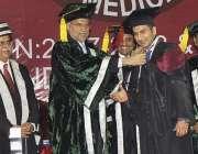 راولپنڈی: میڈیکل کالج میں سالانہ تقریب میں وفاقی وزیر احسن اقبال طالبعلموں ..