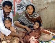 حیدر آباد: تلہار کے رہائشی بچوں کے علاج کے لیے پریس کلب پر حسرت کے تصویر ..