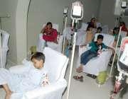 لاہور: سندس فاؤنڈیشن شادمان میں تھیلیسیمیا کے مریض بچوں کو خون کی بوتلیں ..